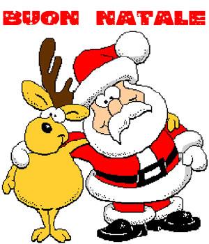 Babbo Natale abbracciato alla renna
